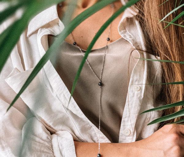 Сотуар состоит из цепочки тонкого плетения (серебро 925 пробы) и бусин гематита. Изделие защищено родиевым покрытием. Удачно сочетается с любым образом! Гипоаллергенно!
