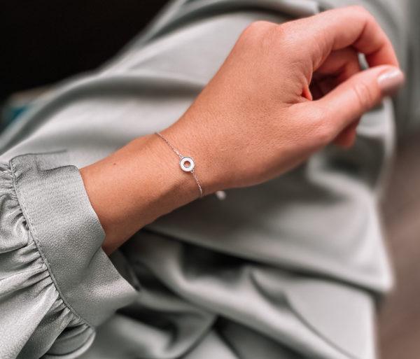 Браслет изготовлен из серебра 925 пробы и натурального перламутра. Изделие защищено родиевым покрытием. Гипоаллергенно!
