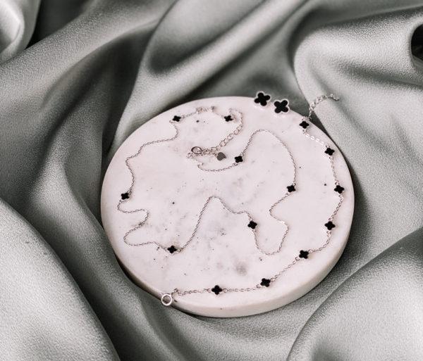Комплект выполнен из серебра и защищён родиевым покрытием. Колье регулируется 42-45 см, браслет регулируется 15-19 см, пусеты 8-9 мм, гвоздик с силиконовой застёжкой. Гипоаллергенно!