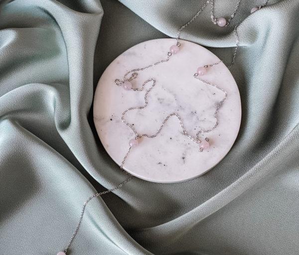 Сотуар из серебра с бусинами розового кварца 6 мм. Длина до пересечения 70 см, нижняя часть 12-13 см. Серебро 925 пробы, защищено родиевым покрытием.